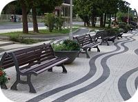 Formschöne Parkbank